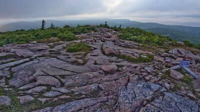 south ridge trail cadillac mountain summit pink granite