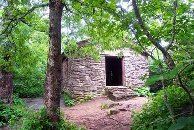 blood mountain loop appalachian trail hut