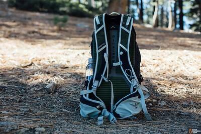 osprey-talon-22-back-of-pack