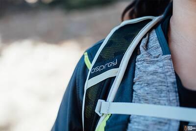 osprey-talon-22-shoulder-strap-worn