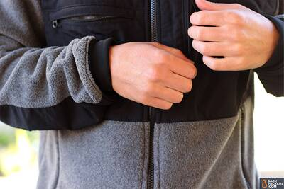 the-north-face-denali-2-chest-zips