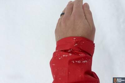 Patagonia M10 ultralight hardshell RainJacket cuff closure