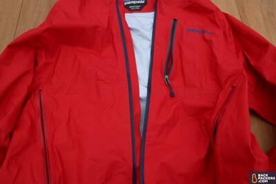 Patagonia M10 ultralight hardshell Rain Jacket pockets
