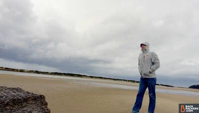 the-north-face-dryzzle-jacket-review-stormy-beach-walk-artistic