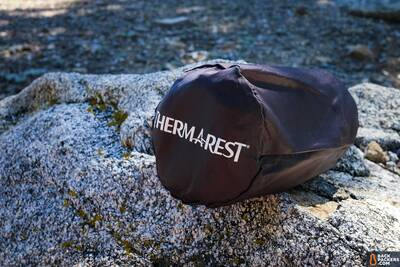 Therm-a-Rest-NeoAir-XLite-review-logo-shot-and-pad-on-ground