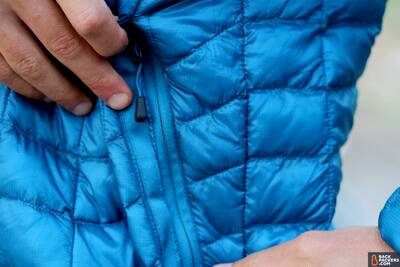 the-north-face-thermoball-hoodie-review-hand-pocket-zipper