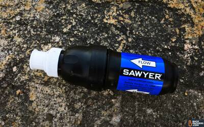 Sawyer-Squeeze-Water-Filter-unit-with-cap-2