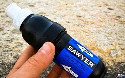 Sawyer-Squeeze-Water-Filter-unit-with-cap