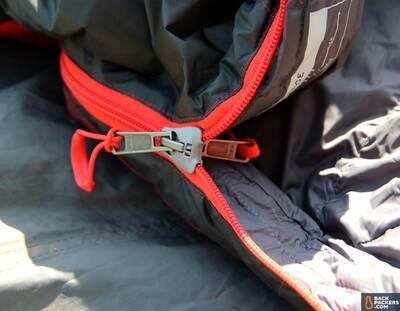 REI-Igneo-17-review-main-zipper