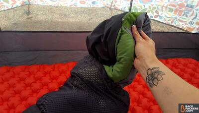 REI-Trail-Pod-29-review-pulling-out-the-bag