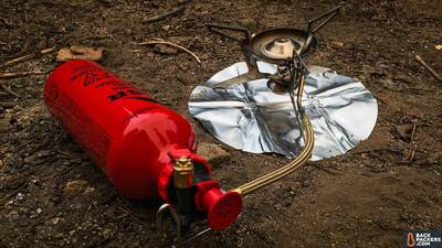 how to choose the best backpacking stove liquid fuel stove in action