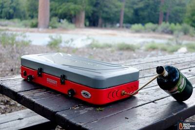 Camp-Chef-Everest-review-stove-closed-with-propane
