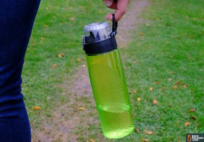Thermos-Hydration-Bottle-review-carabiner-loop