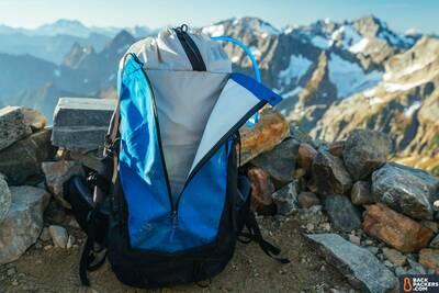 Arc'teryx-Bora-AR-50-Backpack-review-kangaroo-pocket