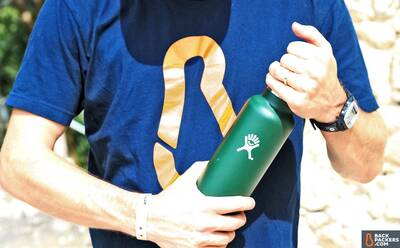 Hydro-Flask-24-oz-Bottle-review-holding-bottle
