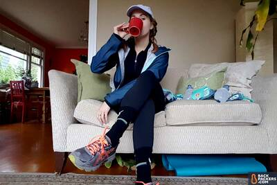 Asics-Gel-Venture-6-review-drinking-coffee