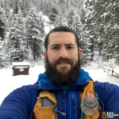Outdoor-Research-Ascendant-Hoody-review-before-a-snowy-hike