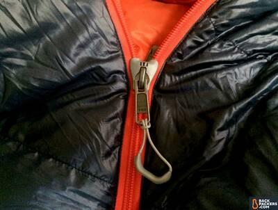 REI-Magma-10-Sleeping-Bag-review-unique-zipper-pull