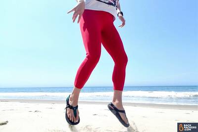 best-hiking-sandals-bedrock-sandals-toe-hold-beach