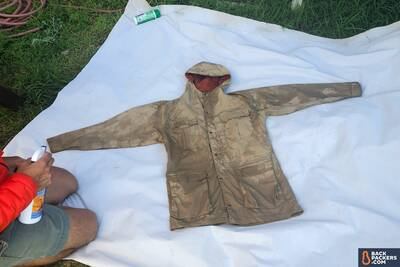 how-to-use-waterproofing-spray-rain-jacket