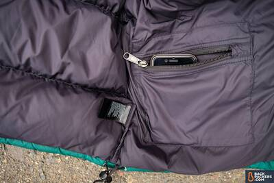 The-North-Face-Nuptse-interior-zippered-pocket-2