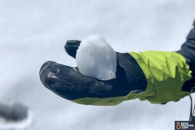Outdoor Research Alti Mitt snowball