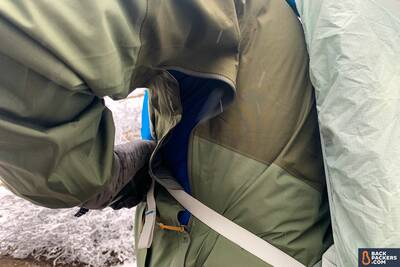 Outdoor-Research-Foray-review-side-zipper