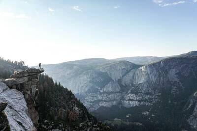 Hikes in Yosemite National Park four mile trail