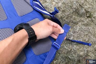 REI-Flash-22-review-hip-belt-strap