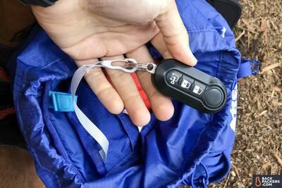 REI-Flash-22-review-keychain-holder