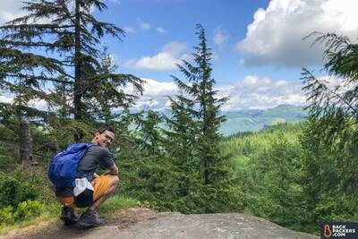 best day packs for hiking REI-Flash-22-review-resting-with-view-2