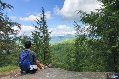 best day packs REI-Flash-22-review-resting-with-view