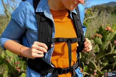 WANDRD-PRVKE-21-review-shoulder-straps