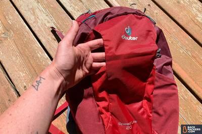 Deuter-Speed-Lite-20-review-nylon-exterior-pocket-2