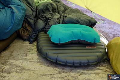 Therm-a-Rest-NeoAir-Uberlite-Review-with-pillow
