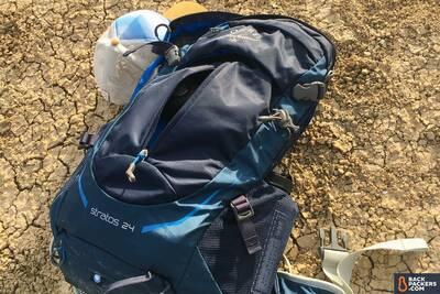 Osprey-Stratos-24-water-bottle-holder