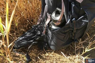 Camelbak-Rim-Runner-22-review-mesh-water-bottle-pocket