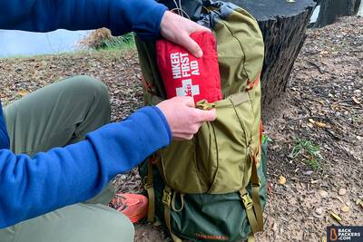 REI-Trailbreak-60-front-pouch-with-first-aid