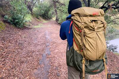 REI-Trailbreak-60-hiking-closeup