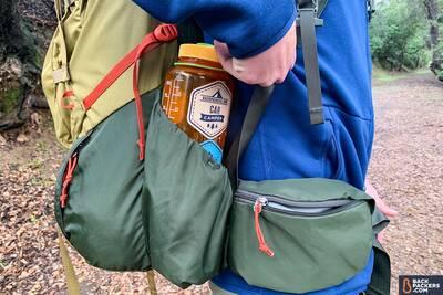 REI-Trailbreak-60-water-bottle-pocket-and-hip-belt-pocket