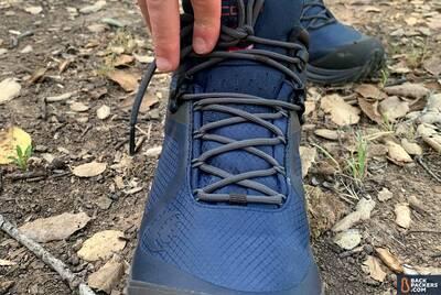 Topo-Athletic-Trailventure-laces-tieoff-points