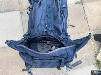 Mystery-Ranch-Glacier-sidewinder-sleeping-bag-compartment