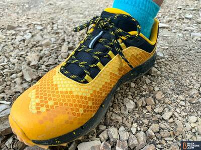 Merrell-Honey-Stinger-laces-and-honeycomb-pattern
